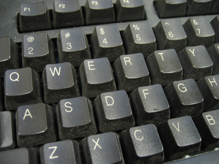 Touches inversées sous Windows : comment passer son clavier du QWERTY à l'AZERTY ?